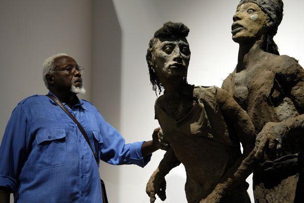 Exposition des sculptures de l'artiste Senegalais Ousmane Sow à la chapelle du Mejean (Archives, juillet 2007)