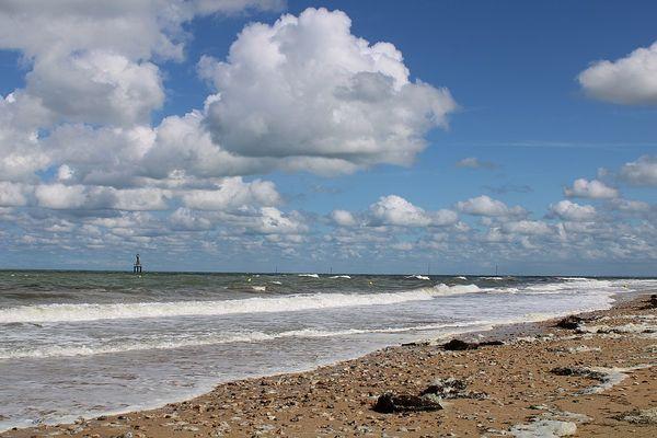 Dans le Calvados, sur la Côte de Nacre, Courseulles-sur-Mer bénéficiera d'éclaircies de plus en plus larges en ce lundi.