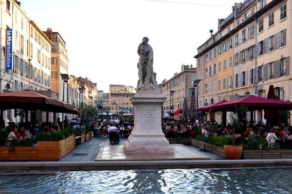 A Marseille, les restaurateurs ont retrouvé leurs clients mais l'avenir reste incertain.