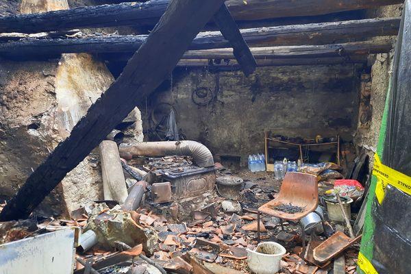Vieussan (Hérault) - le maset détruit par l'incendie dans lequel un corps calciné a été retrouvé - 21 septembre 221.