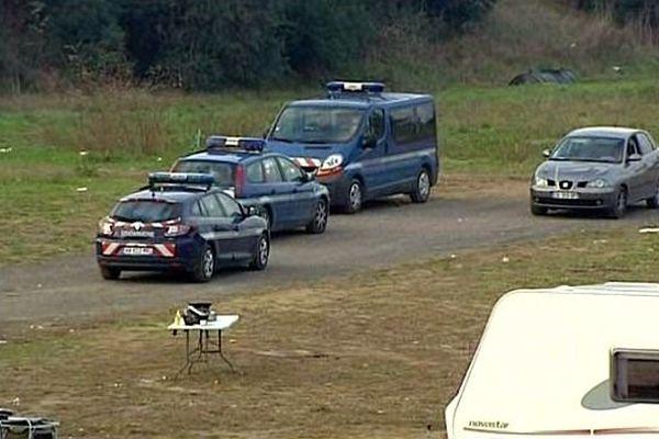 Carcassonne - 9 interpellations dans un camp de gens du voyage et saisie de bijoux vraisemblablement volés - 5 décembre 2013.