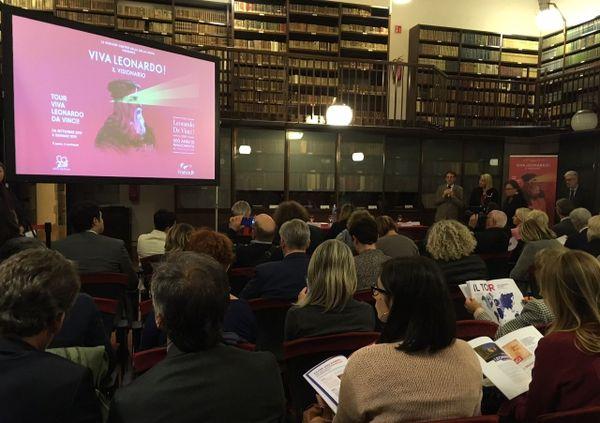 Plus de 70 journalistes italiens dans la très belle bibliothèque du château Sforzesca à Milan pour la conférence de presse de la Région Centre Val de Loire pour la promotion des 500 ans de la Renaissance.