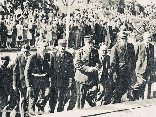 Le 20 juin 1941, André Faure , maire de Limoges, monte les marches de l'Hôtel de Ville avec le Maréchal Pétain