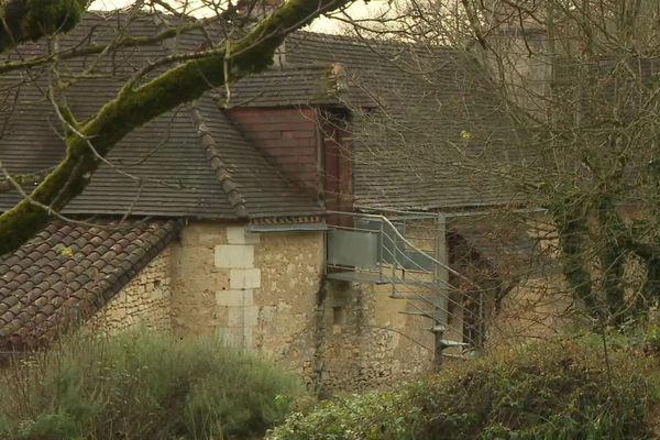 C'est dans ce gite de Cubjac en Dordogne que deux des neuf personnes ont été interpellées ce 11 décembre.
