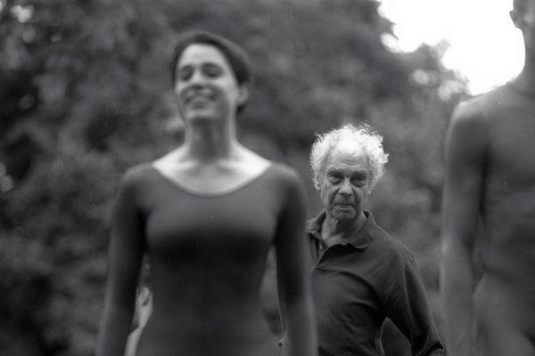 Merce Cunningham danse Events en 1995 au Kiosque Bosc à l'Esplanade Charles de Gaulle.