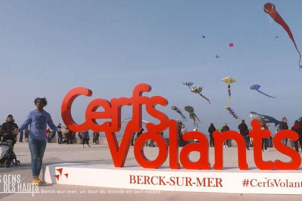 Les gens des Hauts sont à Berck-sur-Mer et font un tour du monde en cerf-volant