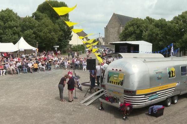 Le Kenleur Tour à Auray samedi 31 juillet. La caravane propose des spectacles itinérants à travers toute la Bretagne jusqu'au 22 août.
