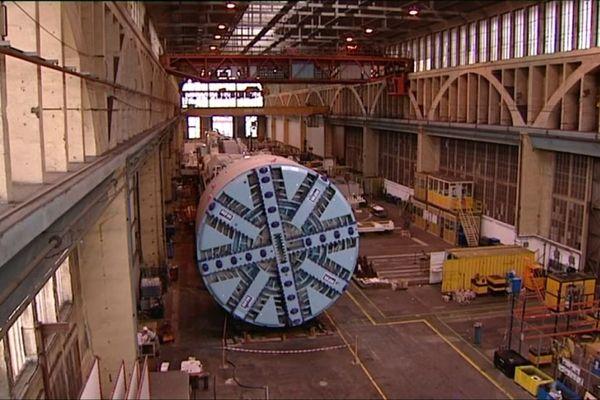 Ce tunnelier utilisé pour creuser la montagne lors de la création de la ligne ferroviaire entre Lyon et Turin a été fabriqué au Creusot, en Saône-et-Loire.