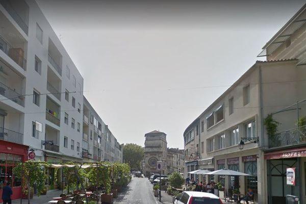 L'immeuble se situe rue de la Cavalerie à Arles