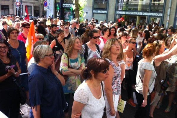 Entre 500 et 1000 agents du Grand Lyon et du département dans les rues de Lyon  ce matin pour exprimer leur inquiétude vis à vis de la Métropole