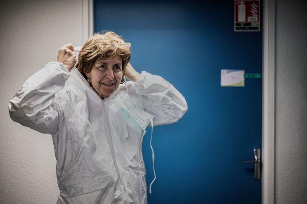 Monique Eloit en visite à l'école VetAgro de Marcy l'Etoile (métropole de Lyon), le 12 octobre 2020.