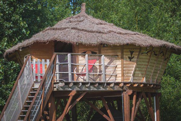 La cabane perchée du camping municipal d'Angé sur vendue aux enchères