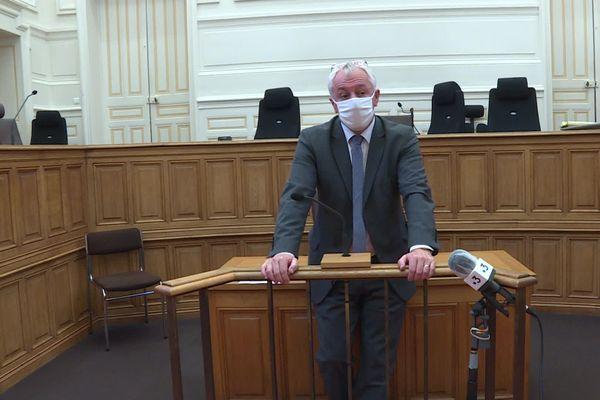 Deux morts et une blessée grave à Cholet, Éric Bouillard, procureur de la République à Angers relate les premiers élément de l'enquête au cours d'une conférence de presse