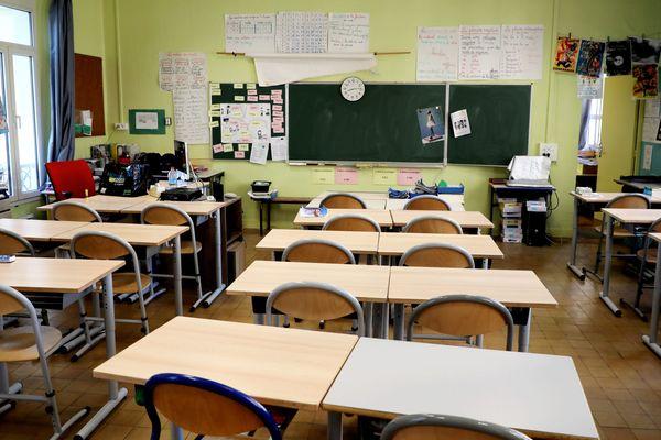 Illustration : à Marseille, une lasse d'école primaire vide.