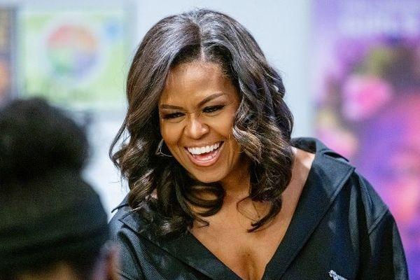 Michelle Obama va reporter sa visite à Paris.