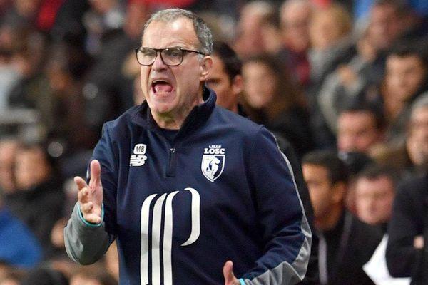 Ce soir, les supporters marseillais retrouveront Marcello Bielsa, l'entraîneur du LOSC qui dirigeait l'équipe olympienne en 2015. El Loco a toujours gardé une certaine popularité dans le cœur des marseillais.