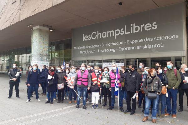 Samedi 15 mai, premier jour de grève et première mobilisation devant les Champs Libres