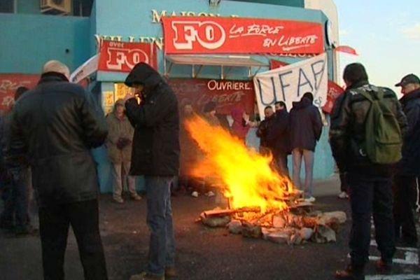 Villeneuve-lès-Maguelone (Hérault) - manifestation des gardiens de prison devant la maison d'arrêt - 26 février 2013.