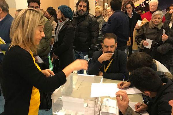 Beaucoup de monde était présent ce matin à l'ouverture des bureaux de vote à Barcelone.