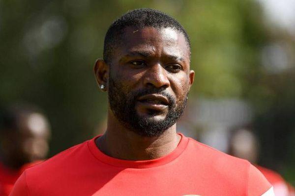 Six petites minutes sur le terrain et puis s'en va... Le défenseur congolais Arnlod Isako quitte le SM Caen, quelques mois après son arrivée.