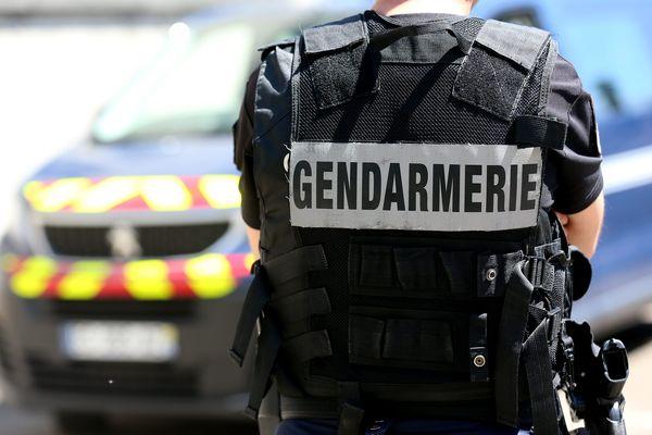Deux gendarmes ont maîtrisé l'individu avec un pistolet électrique, mercredi 11 septembre, après l'agression d'une femme devant sa famille, à Sury-le-Comtal, dans la Loire.
