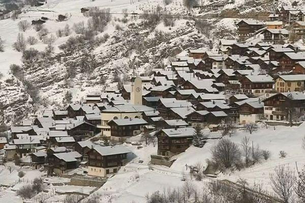 Le petit village d'Albinen dans le Haut-Valais Suisse