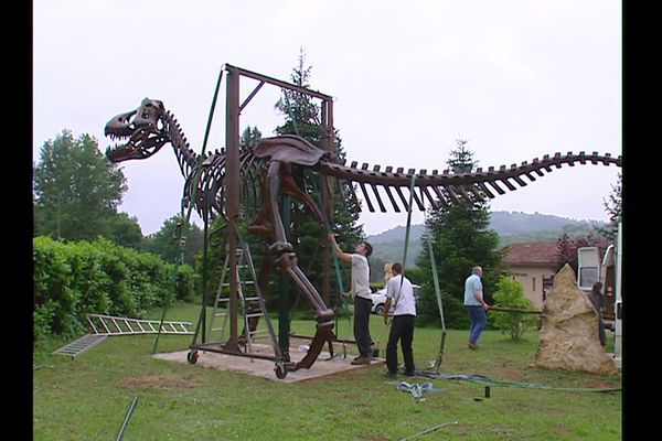 La première réalisation de dinosaure de Chris Leandro il y a 20 ans, un tyranosaure Rex monumental