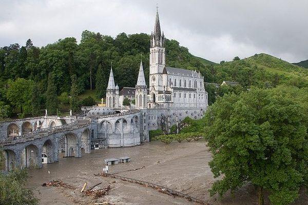 Les sanctuaires de Lourdes ont particulièrement souffert des inondations du 18 juin 2013.