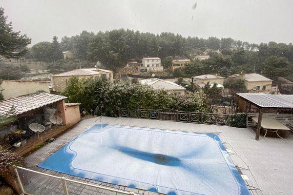 A Cadolive entre Aix-en-Provence et Marseille, la neige tient.