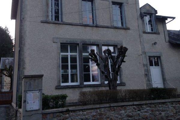 L'école primaire de  Saint-Symphorien-sur-Couze, en Haute-Vienne, fermée à cause de la présence de radon, le 13 mars 2015