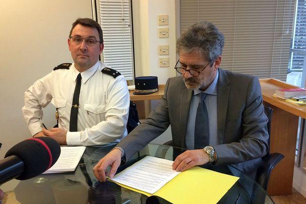 Montpellier - Jean-Philippe Lecouffe commandant du groupement de gendarmerie de l'Hérault et Jacques-Philippe Redon, procureur adjoint de la République - 16 février 2017.