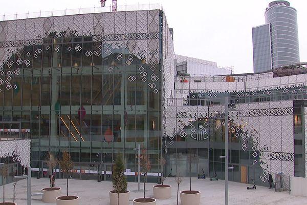 La nouvelle entrée, dite de la Lanterne, aux pieds de la tour du Crayon, est sans doute la partie la plus visible et impressionnante pour l'instant de la nouvelle extension du centre commercial de la Part-Dieu à Lyon.