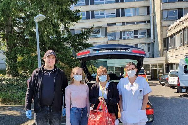 La réserve civique a organisé la confection et la distribution de Sandwiches pour les personnels soignants d'un hôpital à Mulhouse