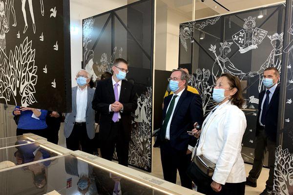 Le port du masque reste obligatoire dans le Bouchon de champagne à Troyes. Ici, lors d'une visite d'exposition à l'Hôtel Dieu le Comte.