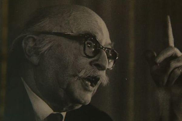 Jean Rostand a laissé 72 ouvrages scientifiques et plus de 90 livres.