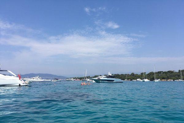 Des centaines de bateaux naviguent entre Cannes et les îles de Lérins à la belle saison.