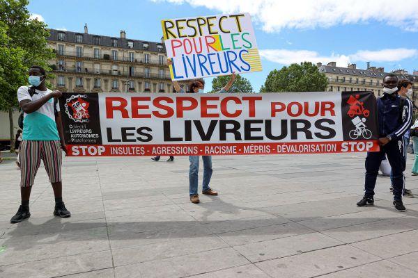 Manifestation des livreurs de repas aujourd'hui pour denoncer l'agression raciste d'un livreur de repas a Cergy-Pontoise.