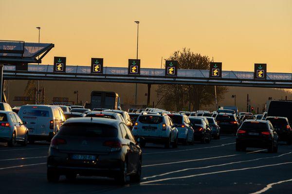 La barrière de péage de Fresne-les-Montauban, sur l'autoroute A1.