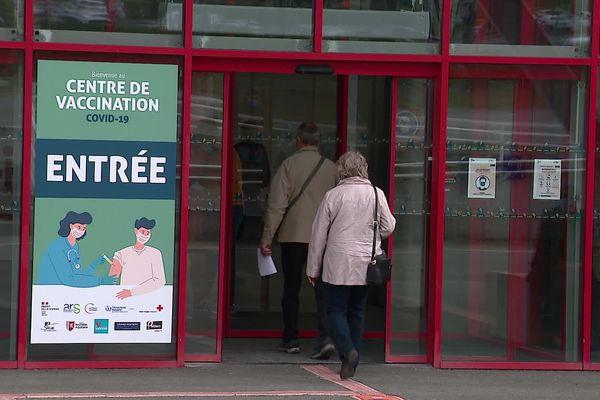 Le centre de vaccination de grande importance a ouvert ce 20 avril au parc des expositions de Poitiers.