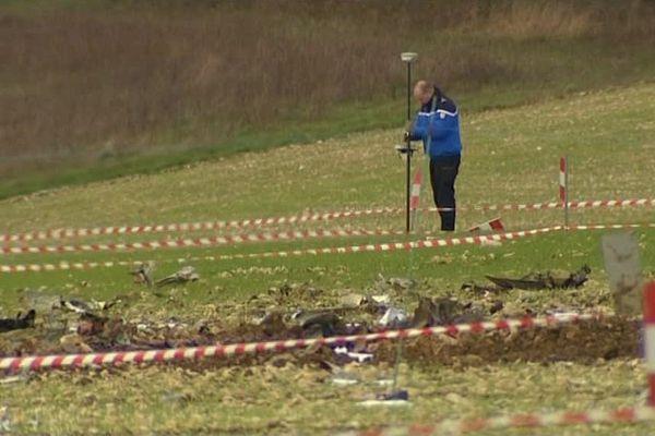 Les débris de l'avion d'affaires après son crash à Mouffy, dans l'Yonne - 19 novembre 2013