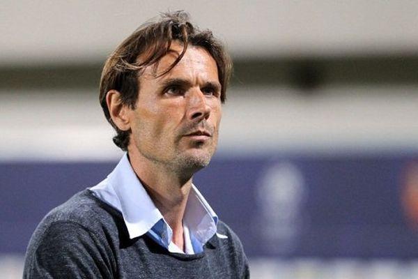 Le regard perdu de l'entraîneur toulousain Dominique Arribagé à l'issue d'un nouveau match problèmatique