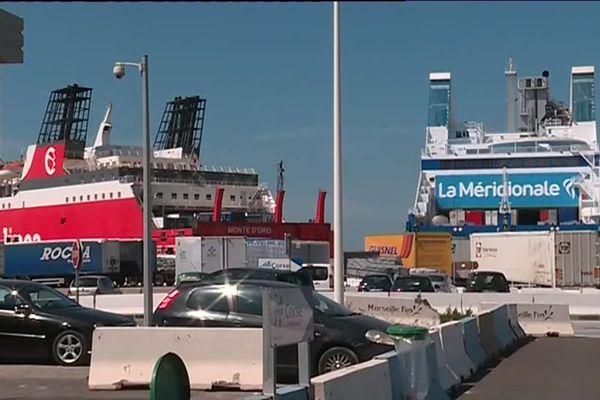 Plusieurs navires sont bloqués dans le port de Marseille
