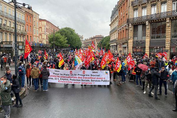Plusieurs centaines de manifestants ce samedi matin à Toulouse.