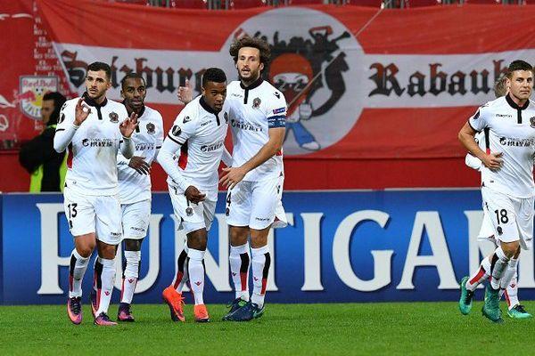 Le capitaine Paul Baysse et les niçois lors de leur victoire en Europa League à Salzbourg.