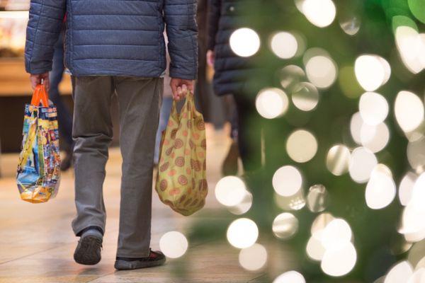 La réouverture des commerces coïncide avec la période des achats de cadeaux de Noël. Photo d'illustration.
