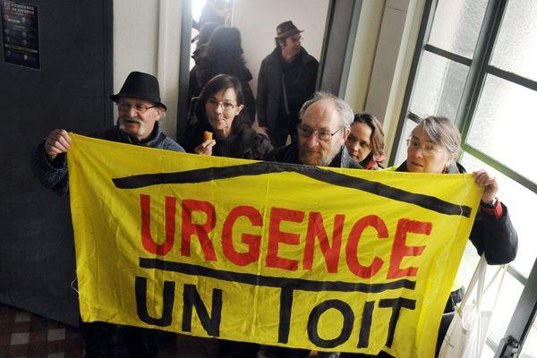 Illustration : installation de familles dans des logements vides réquisitionnés par le DAL à Toulouse