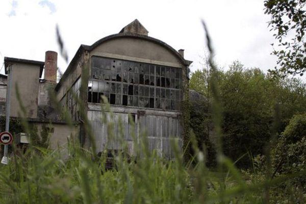 L'ancienne usine Ferodo-Valeo de Condé-sur-Noireau à l'abandon le 16 mai 2013, au coeur du scandale de l'amiante en France