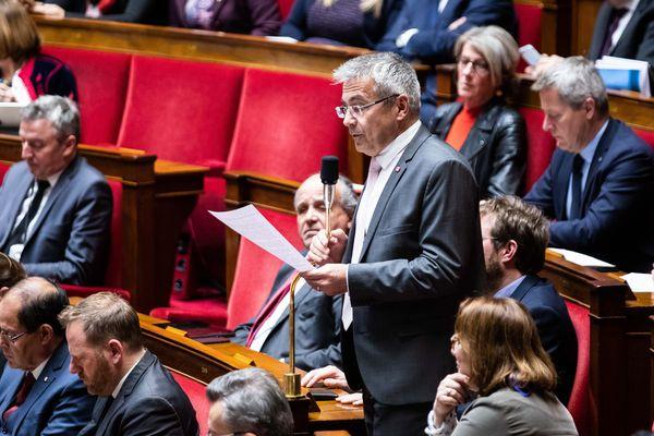 Au micro, le député du Loir-et-Cher Stéphane Baudu.