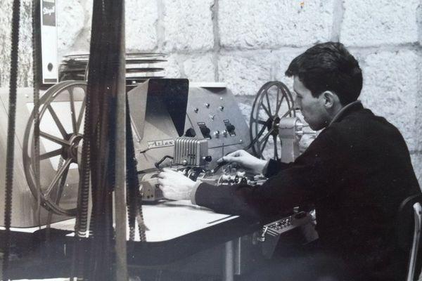 Un banc de montage film en 1965 à la Citadelle