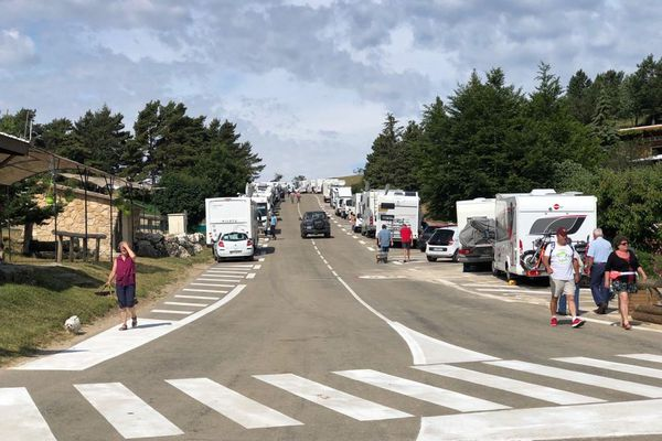Les amateurs du Tour de France sont déjà nombreux dans le secteur de Sorgues à la veille de l'étape.